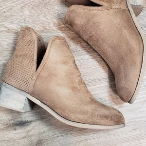 SEVEN7 soho beige tan ankle boots